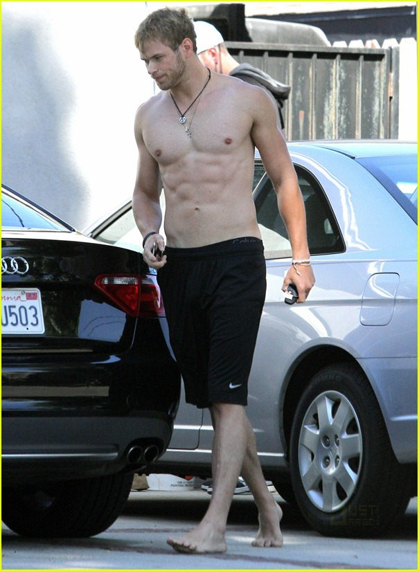 kellan-lutz-abs-of-steel-03
