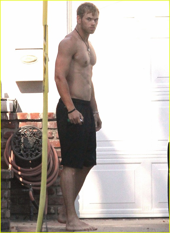 kellan-lutz-abs-of-steel-06