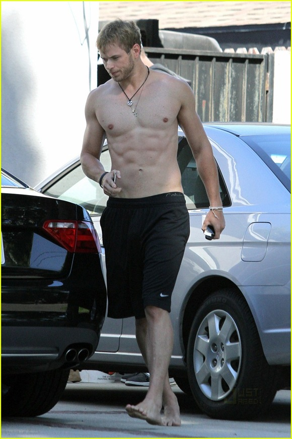 kellan-lutz-abs-of-steel-10