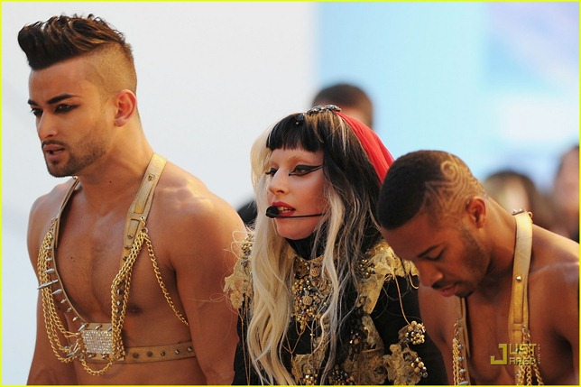 lady-gaga-judas-performance-cannes-01