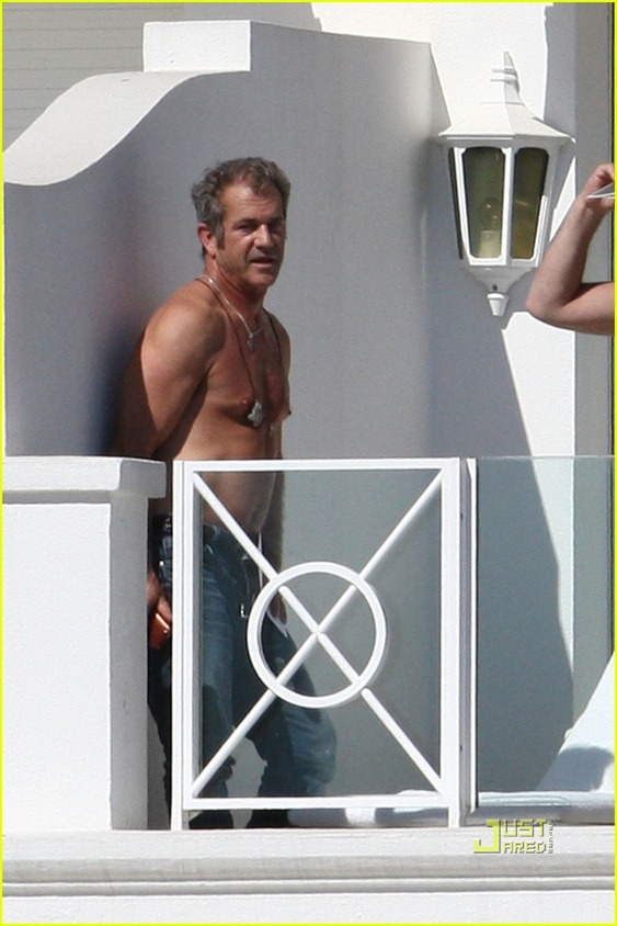 mel-gibson-shirtless-cannes-05