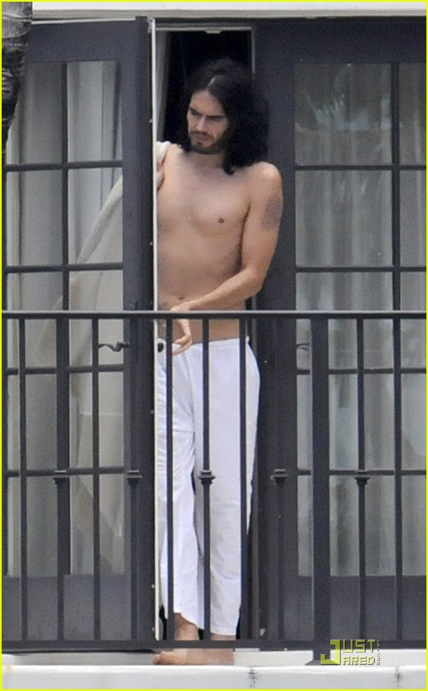 russell-brand-meditate-shirtless-04